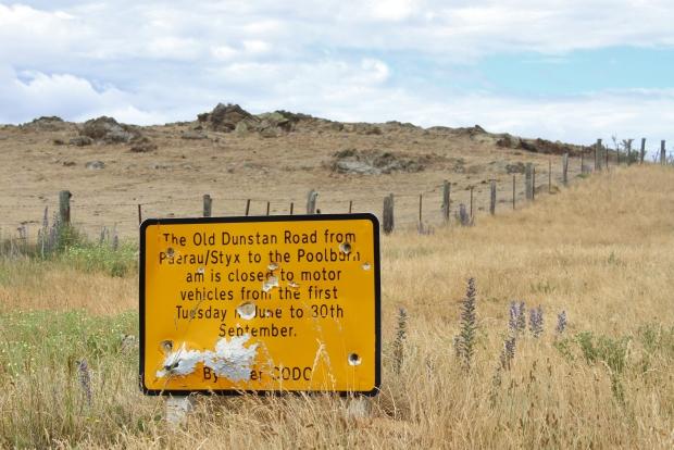 Old Dunstan Rd sign