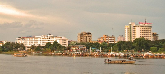 Hue from the Trang Tien bridge