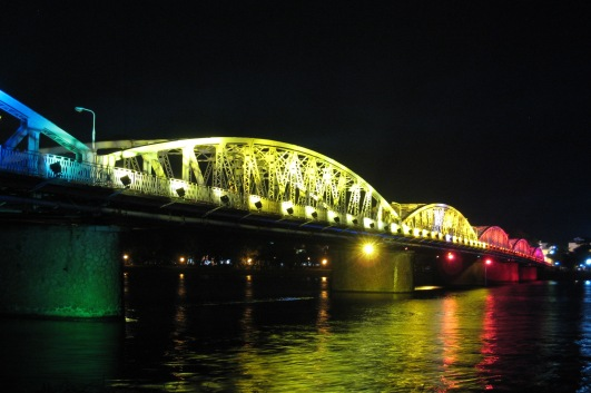 The Trang Tien bridge is eye-catching both day and night