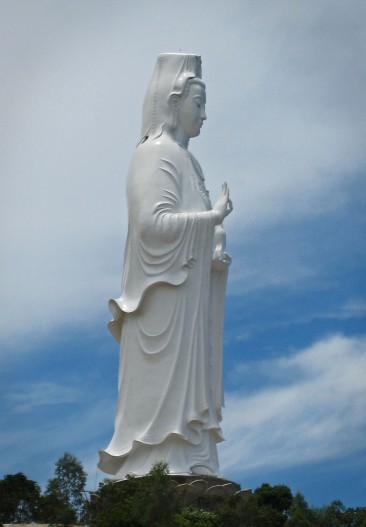 The 67m tall statue of Quan Am, Goddess of Mercy