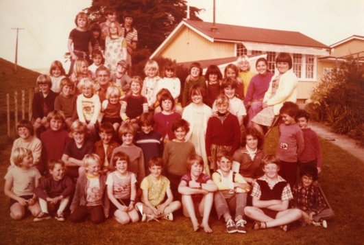 This was the whole school in 1978, photo taken just off to the side of the footpath. 6yo Hayley is in the middle of the back row