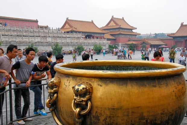 One of four gilded bronze vats outside the Gate of Heavenly Purity. There are 300+ vats in the Forbidden City; they used to be filled with water to help combat fires.