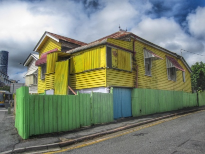 Yellow house, Caxton