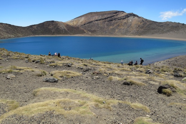 tongariro crossing blue lake