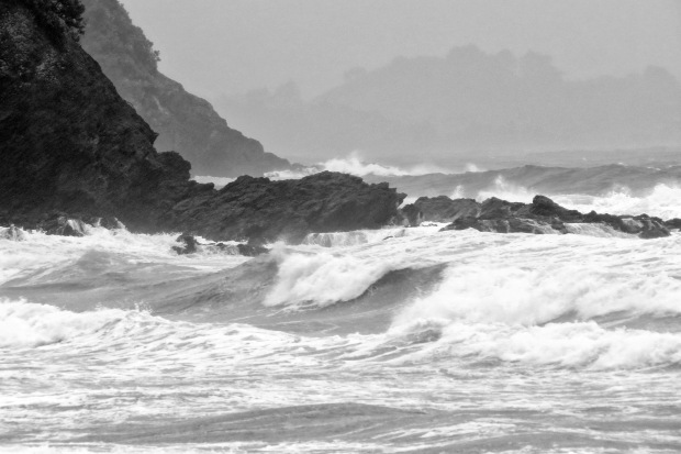 stormy surf in tutukaka harbour