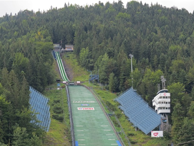 The Wielka Krokiew ski jumping venue. I didn't realise until later that it's open for sightseeing during summer, drat. Would've been fascinating to see how high it is even though such things give me the willies