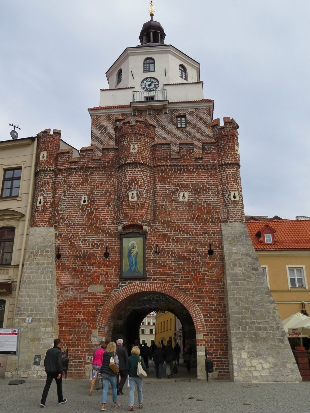 The Kraków Gate leading through to the heart of the Old Town