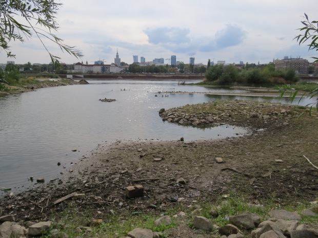 The extremely low river levels are plain to see. However the city is taking a positive spin on this and using the opportunity to clean up rubbish from the river banks and bed and also make some archaeological discoveries