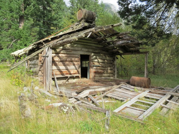 A derelict cabin we noticed from the road. Evidently it featured in a scene at the end of the Incredible Hulk movie a few years ago.