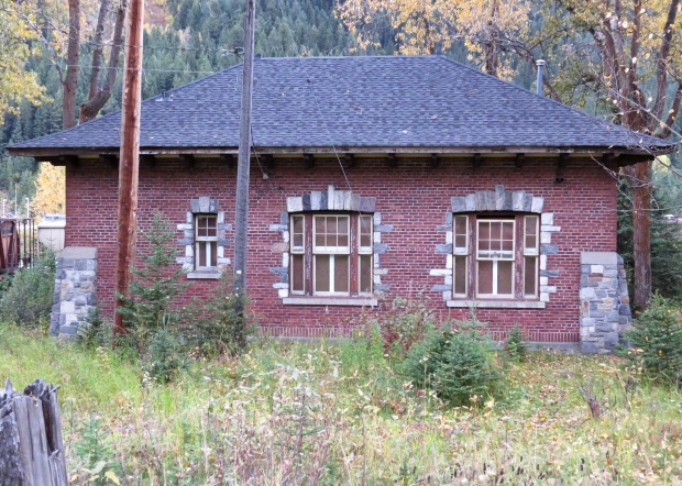 The old telegraph building, the last pre-WWII railway building in Field. Back in the day, rail passengers used to send and receive telegrams here during their brief stops in Field.  The Friends of Yoho organisation want to set up a museum here.